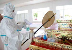 Thai szerzetesek járvány idején