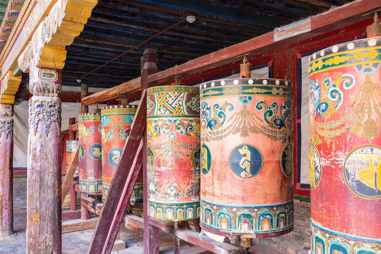 A tibeti kolostorokat a kínai nyelv használatára kényszeríti a kommunista hatalom